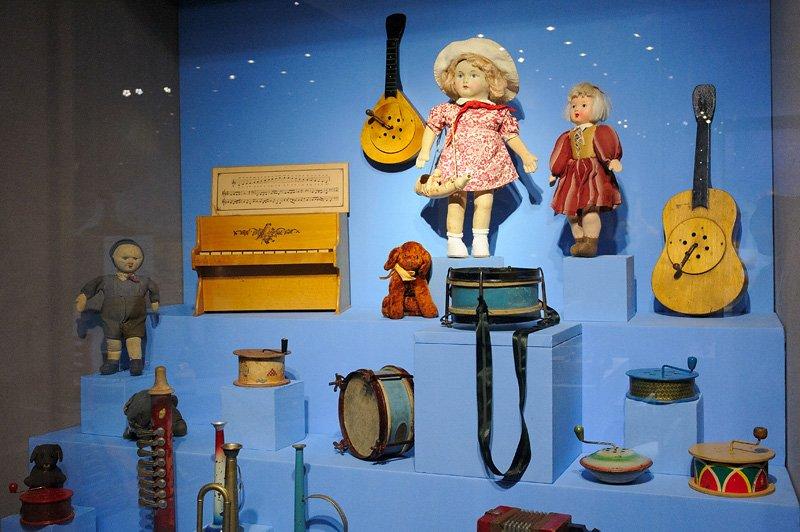 Выставка «Другое детство. Игрушки 1920-х– 1950-х годов»