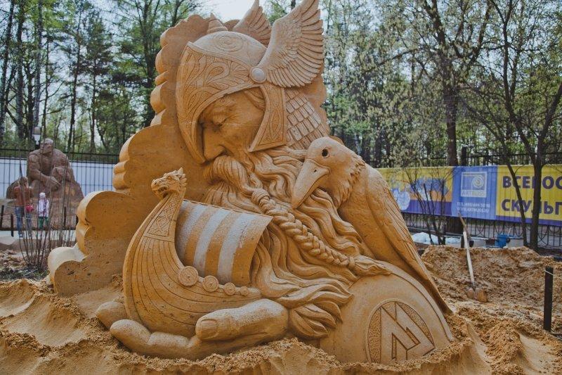 Выставка скульптур изпеска «Из глубины веков»