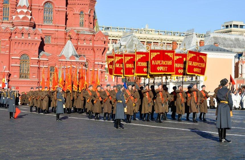 Марша вчесть 77-летия парада 1941 года наКрасной площади