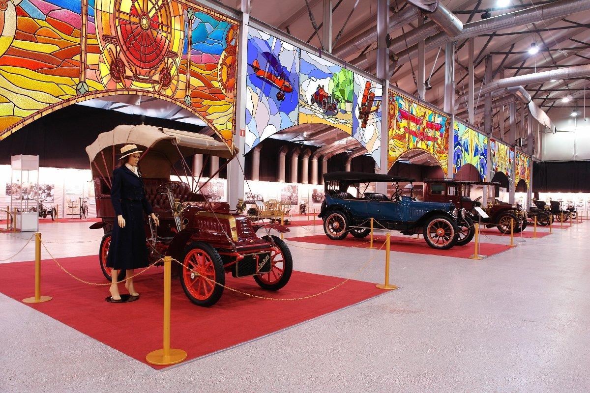 Выставка старинных автомобилей иантиквариата «Олдтаймер-Галерея» 2020