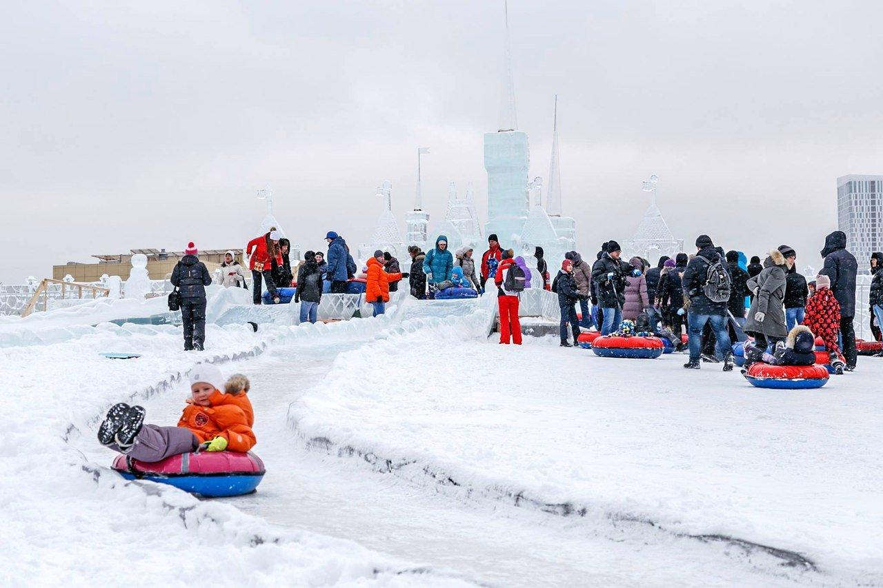 Ледяная горка наПоклонной горе 2016