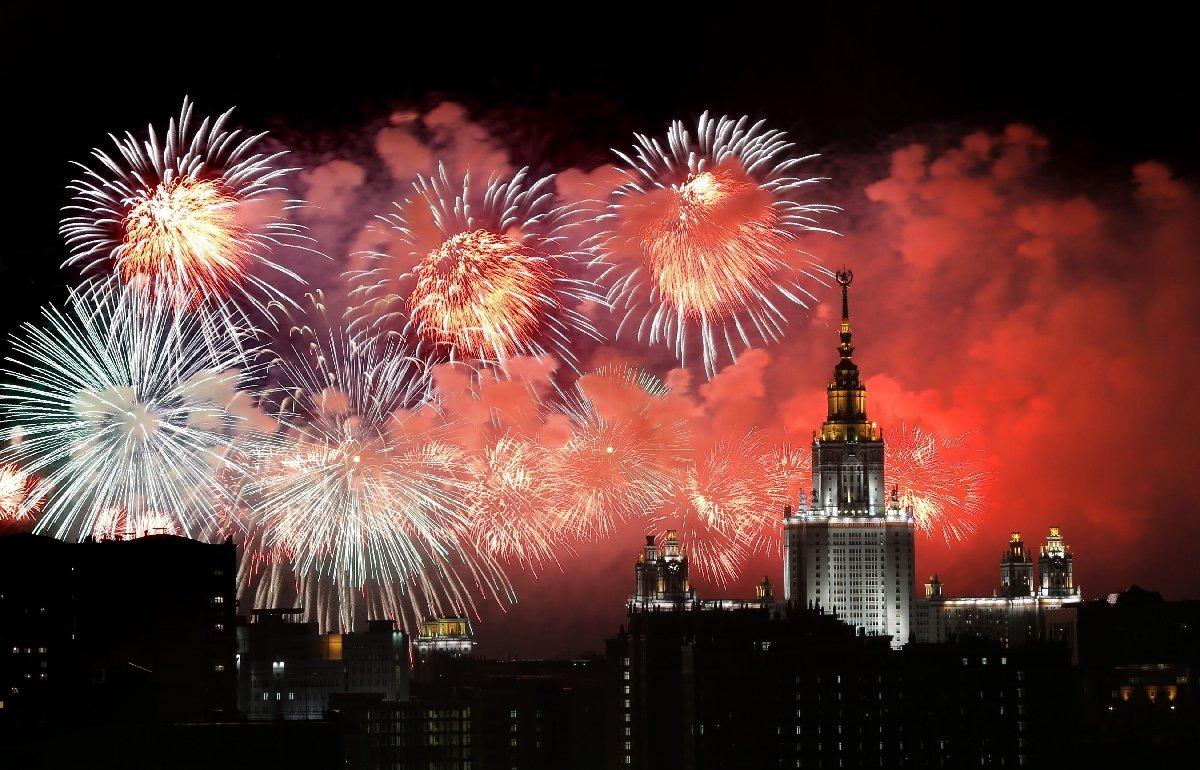 Смотреть - Салют на Новый год 2019 в Москве видео