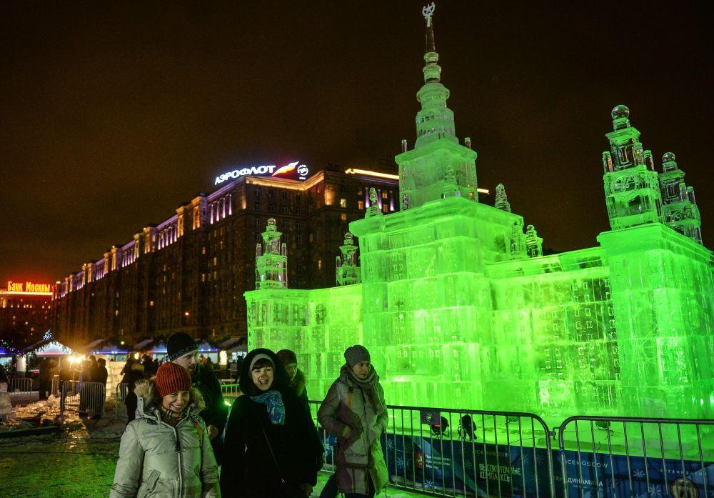 Ледовый фестиваль на поклонной горе