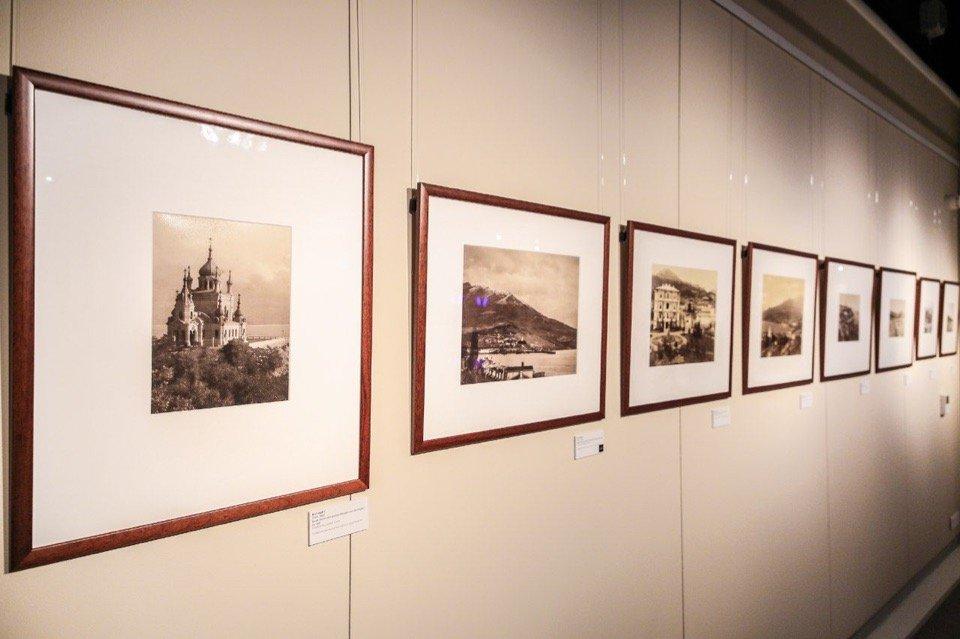 Выставка «На берегах цветущих Крыма»