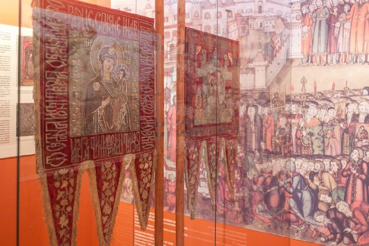 Выставка «Хоругви XVII века. Памятники лицевого шитья»