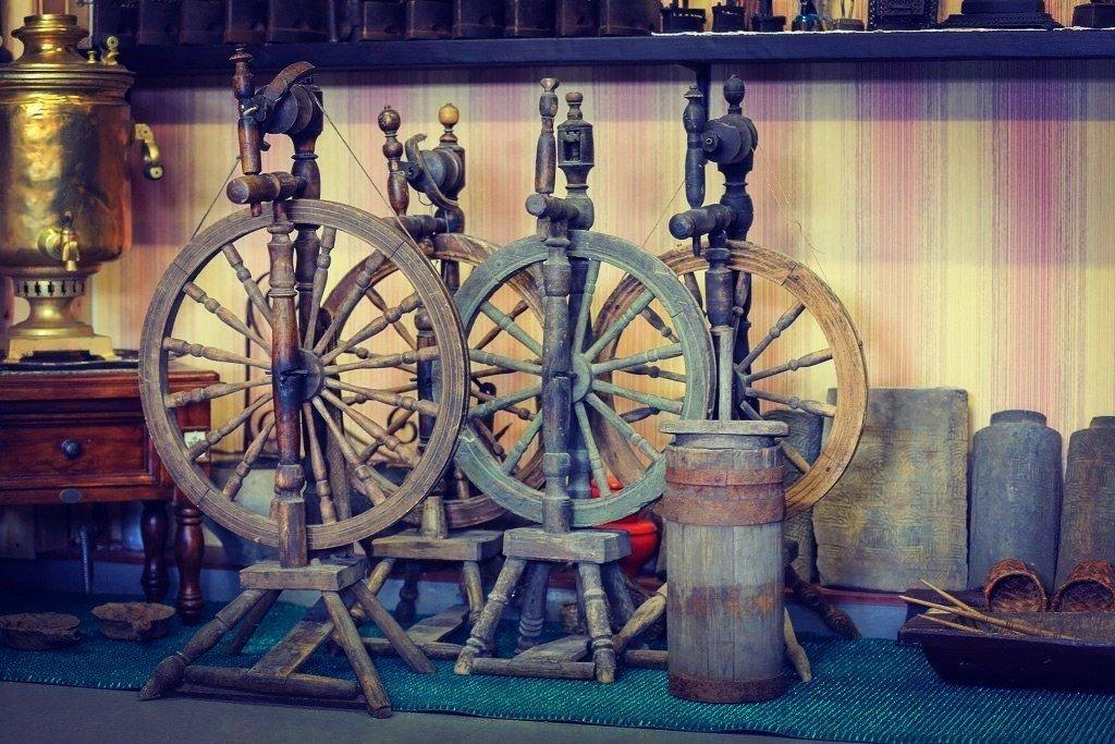 Выставка «Агит-прялка. К100-летию Революции»