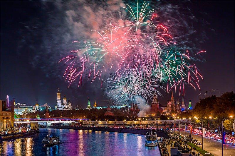 Новогодний салют 2018 вМоскве