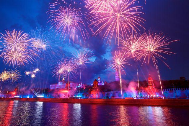 Новогодний салют 2016 вМоскве