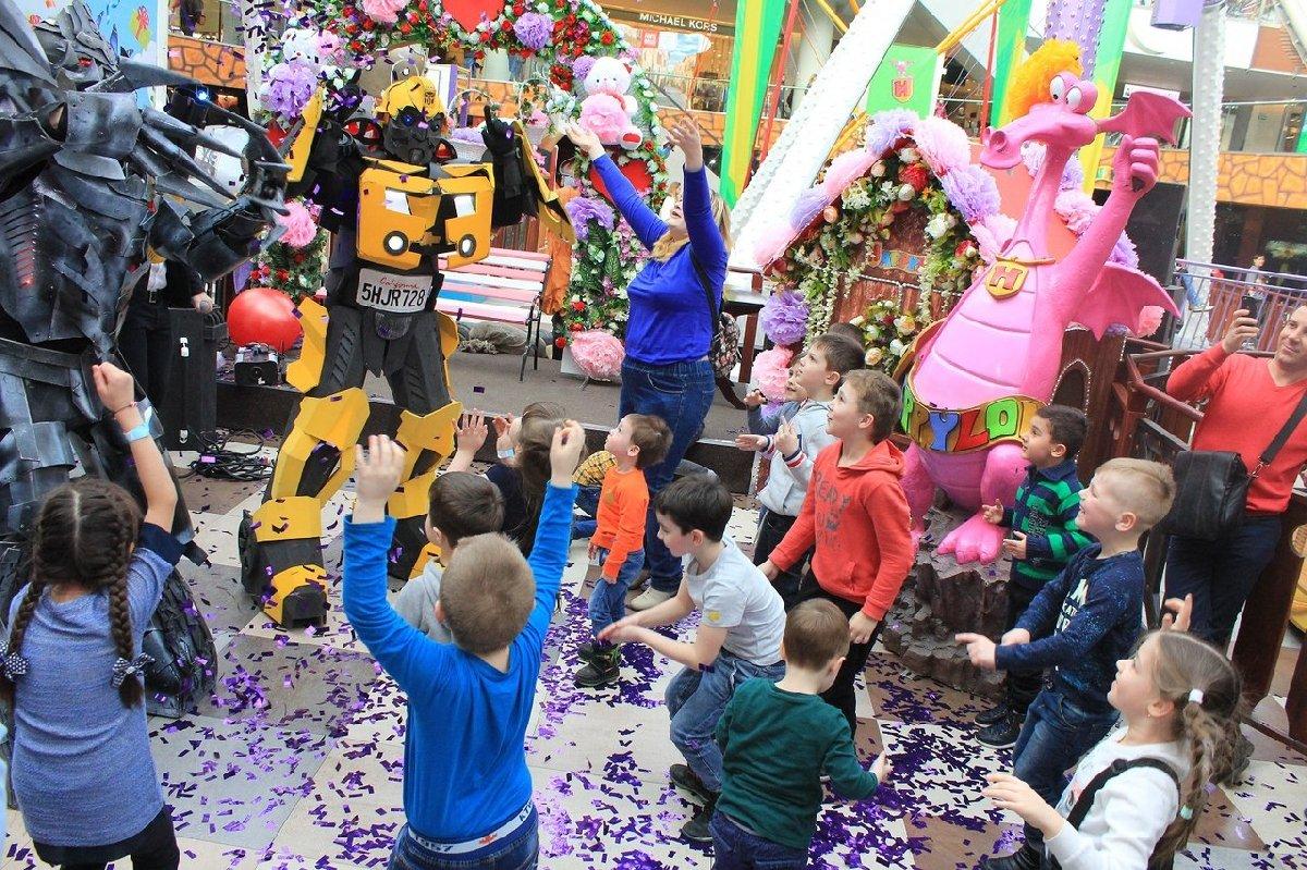 Большой семейный праздник впарке аттракционов Happylon вТРК VEGAS