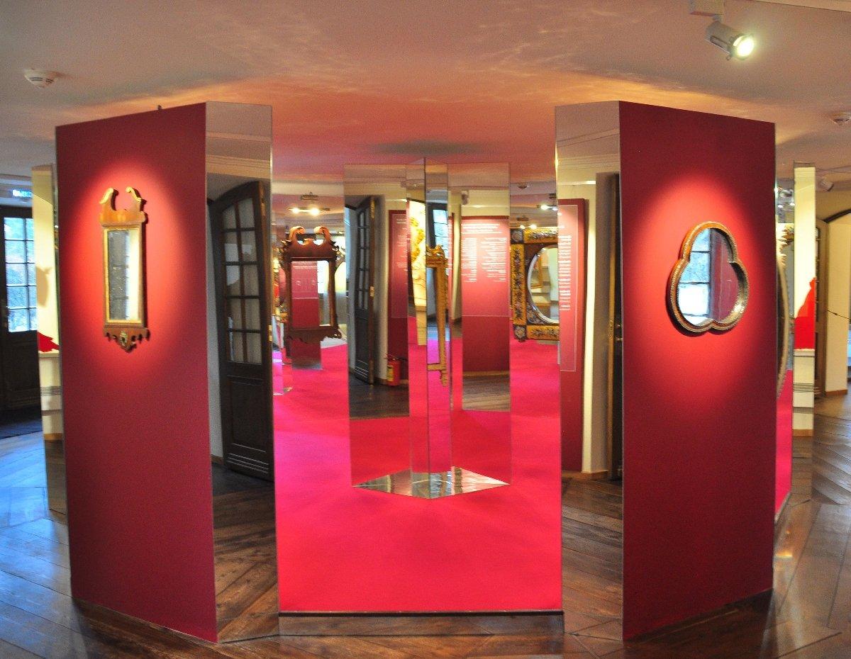 Выставка «Эпохи миг взеркальном отражении»