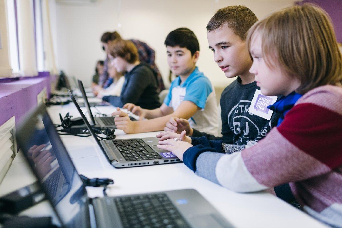 Курс по2D-дизайну для детей 10–14 лет от«Алгоритмики»