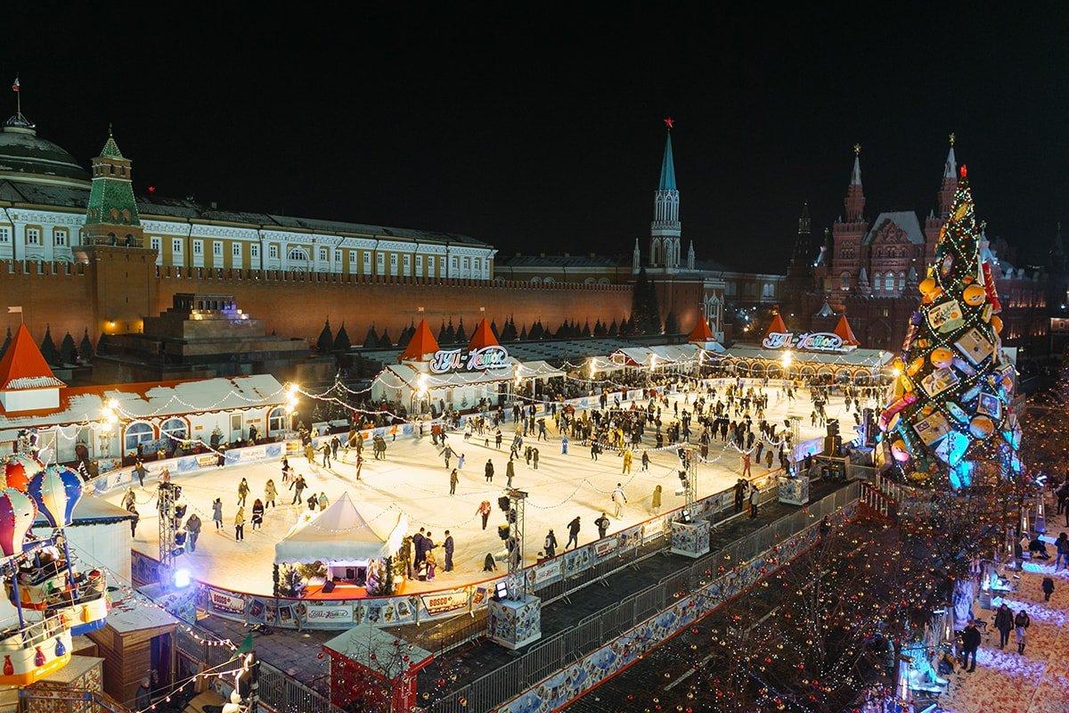 Картинки девушек на красной площади зимой