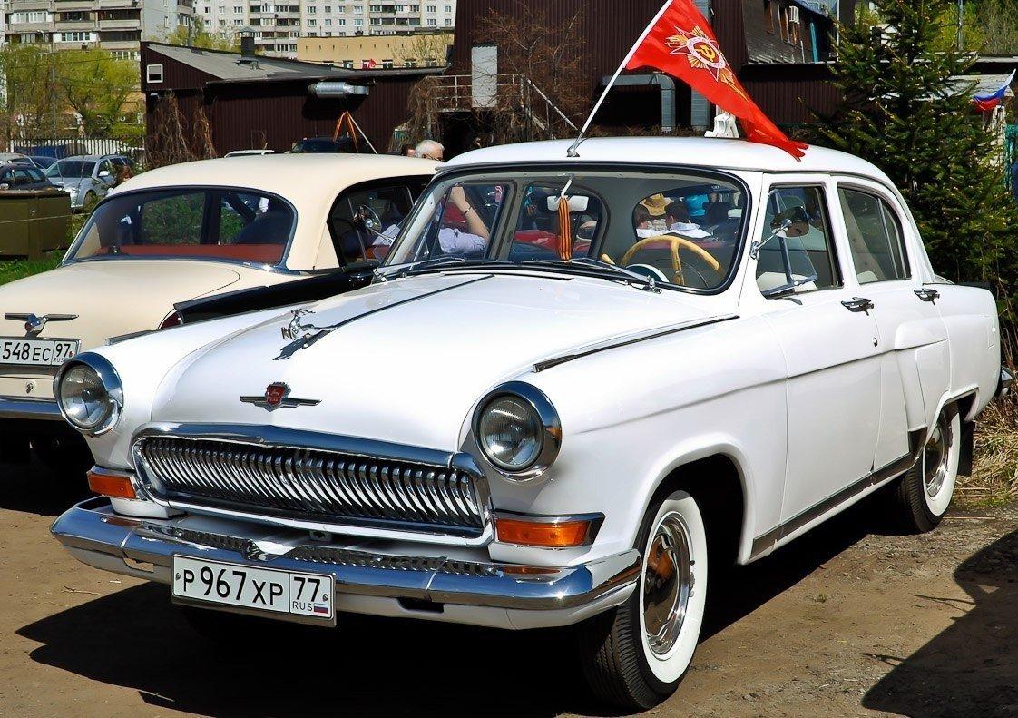 Парад старинных автомобилей имотоциклов «Ретромотор» 2015