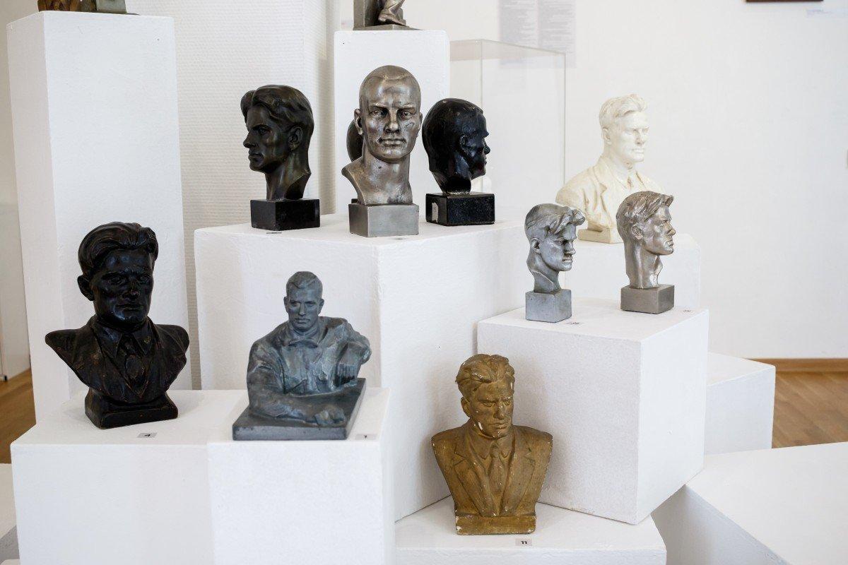 Выставка «Культ поэта. Владимир Маяковский впредметах коллекционирования»