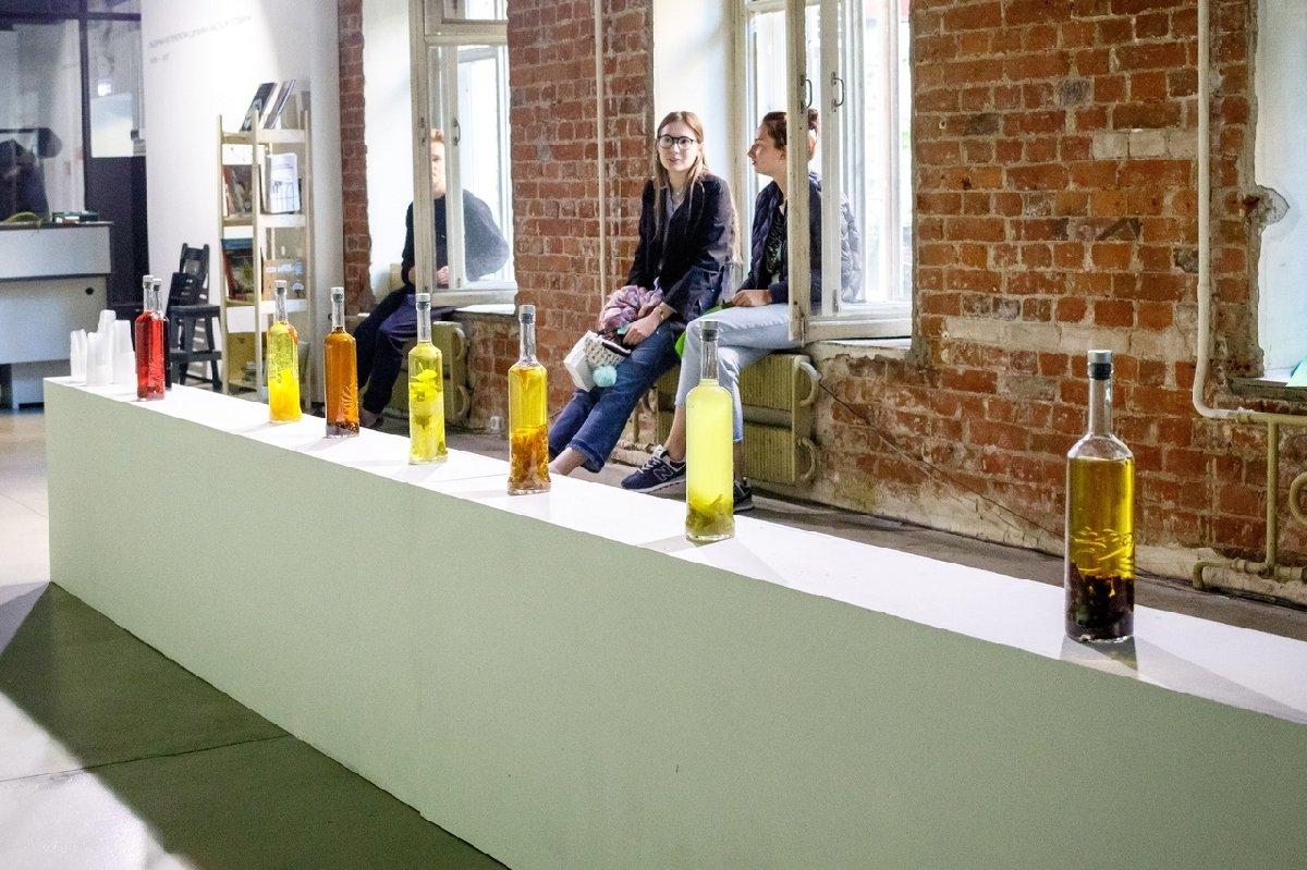 Выставка «Выдержки изпереписки сдрузьями»