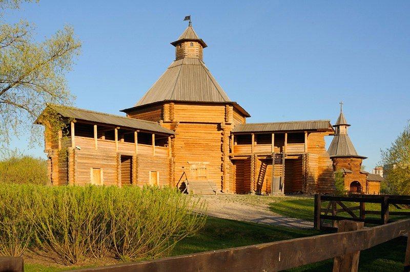 Выставка «Первый вРоссии музей деревянного зодчества вКоломенском»