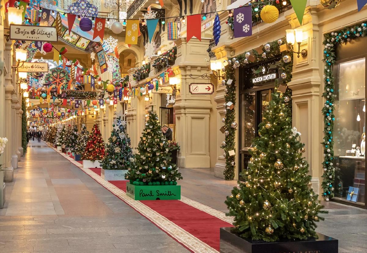 Выставка «Новогодние елки вГУМе наКрасной площади»