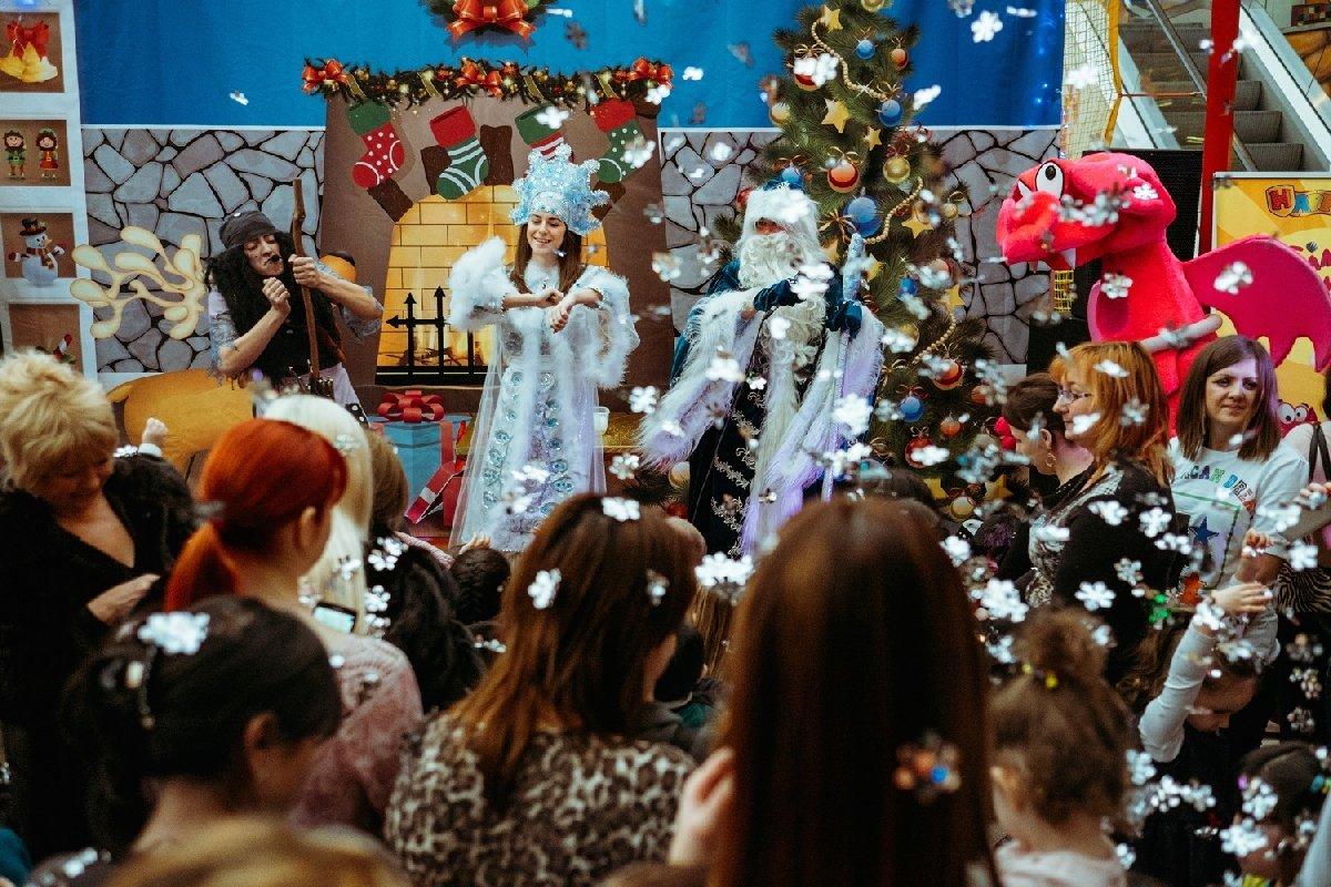 Новогодние праздники впарке аттракционов Happylon вТРК VEGAS