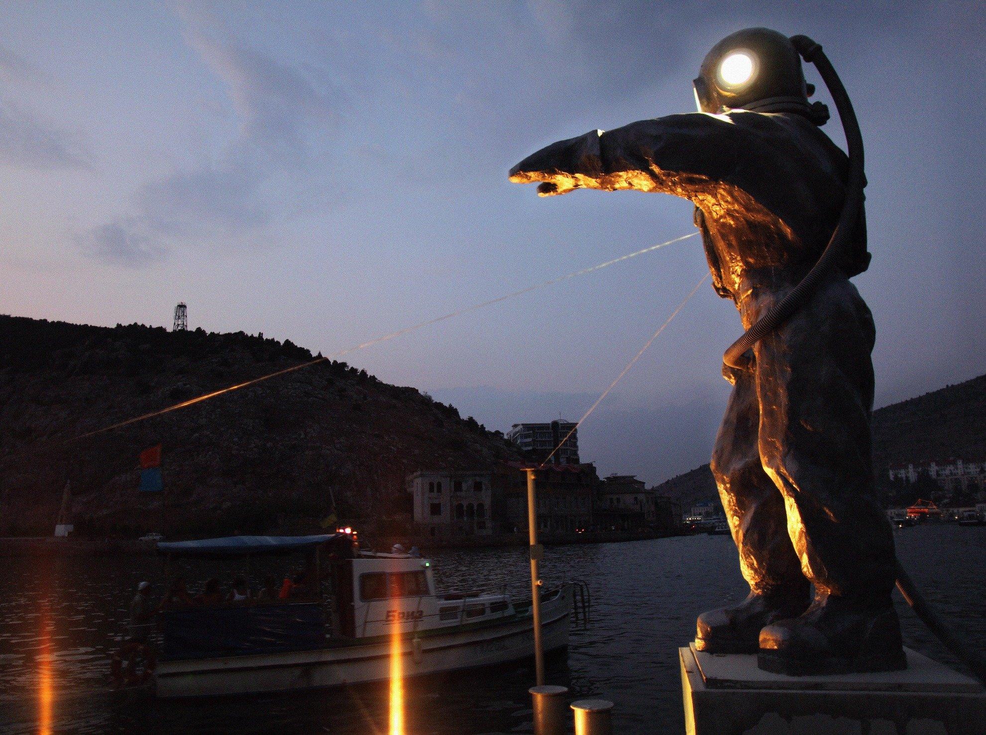 Открытие скульптуры «Водолаз-Маяк»